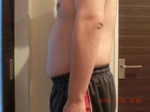 ライザップ25日目の体型「横」の画像